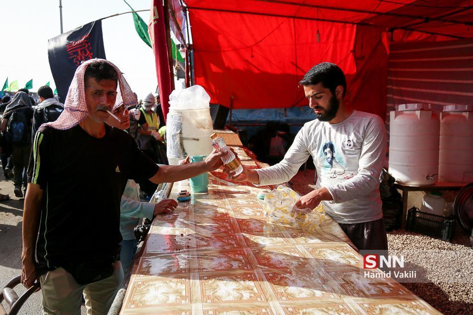 دانشجویان شریف در مرز مهران پذیرای زائران اربعین حسینی می شوند