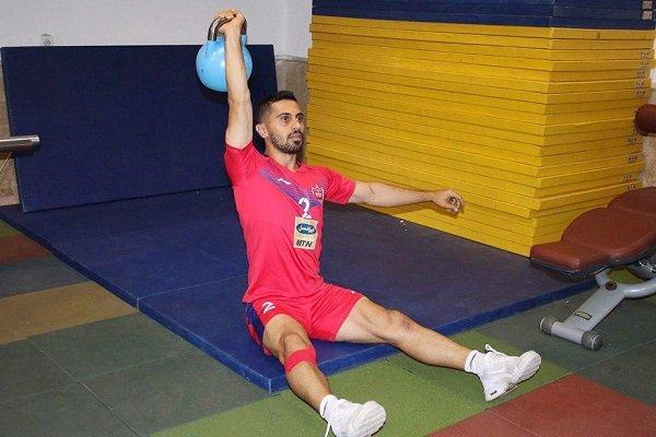 کاپیتان تیم فوتبال پرسپولیس برای چهارمین هفته کنار گذاشته شد