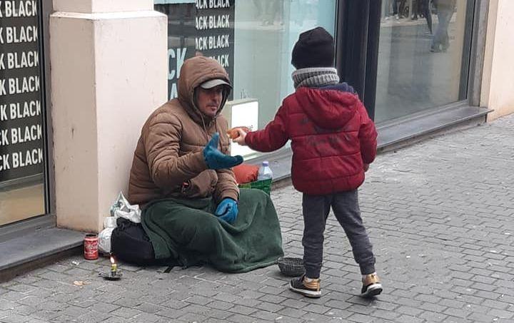 فقیران فرانسه قربانیان اصلی کرونا