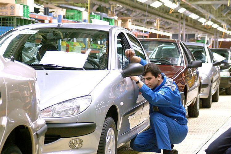 معاون اقتصادی ایران خودرو: وجوه واریزی در طرح فروش فوق العاده در اختیار خودروساز نیست