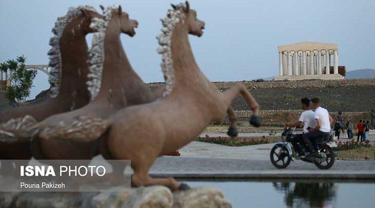 پارکی که هم مقبره حافظ دارد و هم برج ایفل و تخت جمشید!، تصاویر