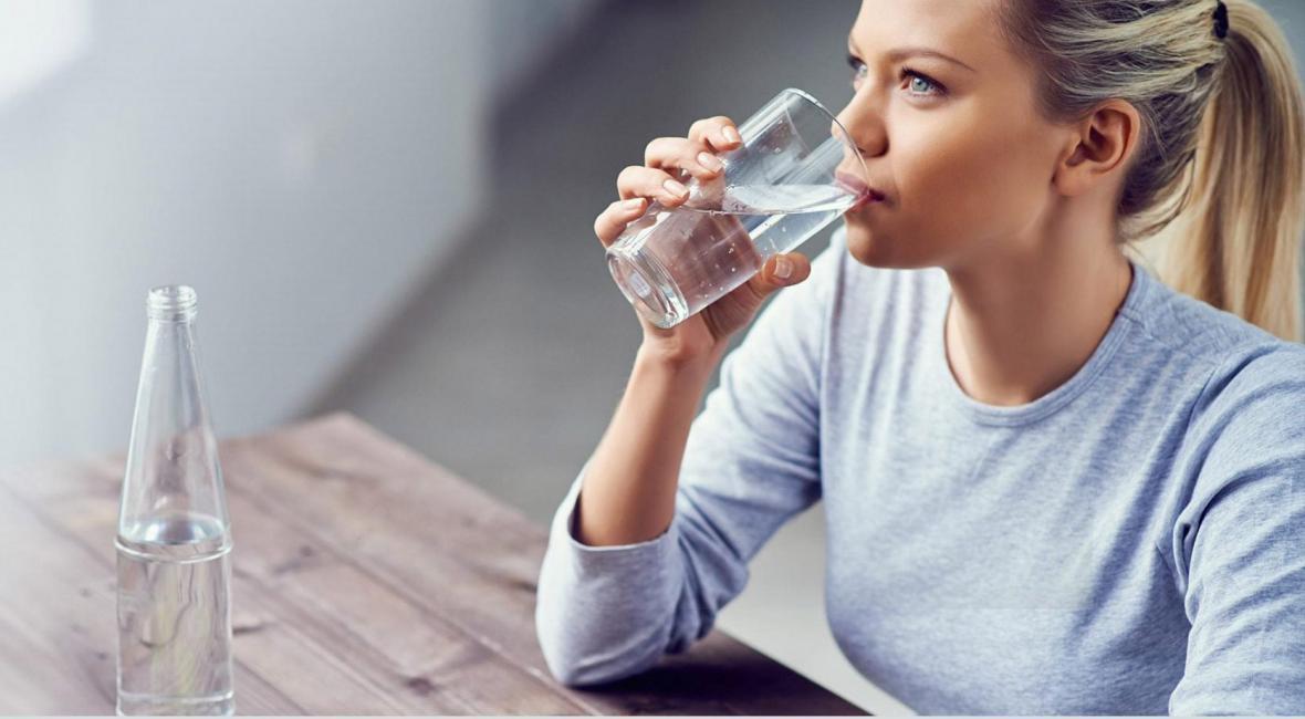 چه مقدار مایعات و از چه نوعی باید بنوشم؟
