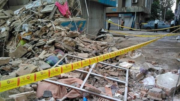 ریزش ساختمان در محله فلاح، گرفتارشدن 4 نفر در زیر آوار