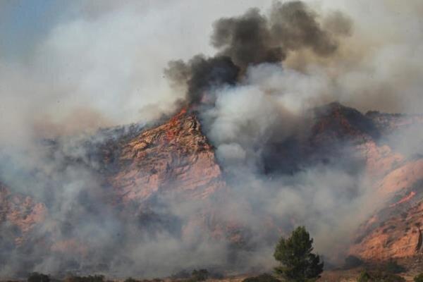 گسترش دامنه آتش سوزی در جنوب کالیفرنیا، منازل مسکونی تخلیه شدند